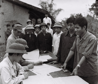 Để huy động sức người, sức của cho công cuộc cứu nước, ngày 5/3/1979, Chủ tịch nước Tôn Đức Thắng ký sắc lệnh 29 - LCT ra lệnh tổng động viên trên cả nước. Hàng vạn thanh niên các tỉnh biên giới và toàn quốc nhanh chóng ghi danh nhập ngũ.
