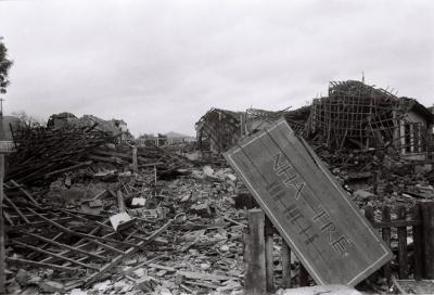 Nhà trẻ thị xã Cao Bằng chỉ còn là đống đổ nát.
