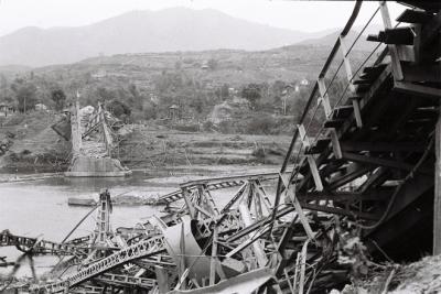 Từ ngày 17/2/1979 đến 18/3/1979 khi Trung Quốc rút quân, nhiều bản làng dọc biên giới phía Bắc bị tàn phá nặng nề. Đạn pháo tầm xa phá hủy nhà cửa, trường học, bệnh viện, cầu cống, người dân bị giết hại. Cầu sông Bằng (Cao Bằng) bị quân Trung Quốc đánh sập.