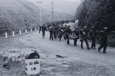 Chiến tranh biên giới phía Bắc nổ ra khi các quân đoàn chủ lực Việt Nam đang làm nhiệm vụ quốc tế, truy quét quân Khmer Đỏ ở Campuchia. Tổng lực lượng phòng thủ của Việt Nam trên toàn tuyến biên giới lúc này khoảng 50.000 quân, chủ yếu bộ đội địa phương, công an vũ trang và dân quân tự vệ.